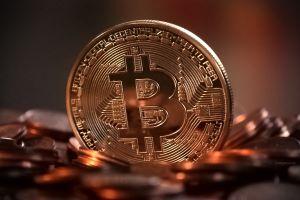 Bitcoins worden niet geleverd, tussenpersoon beroept zich op overmacht.